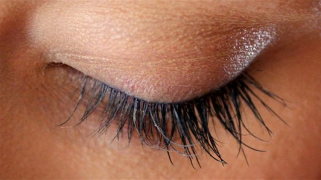 7263c06e1e6 Thinking about eyelash extensions? Check out the pros and cons! - 50BOLD